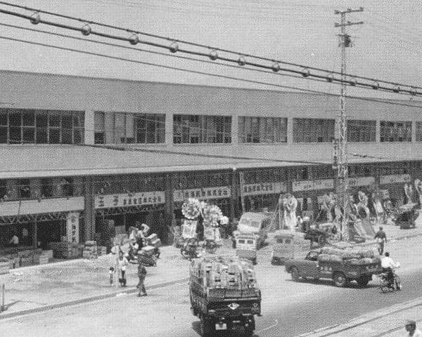 堺正元刃物店は神戸市中央卸売市場本場本店が2012年に80周年を迎えました。