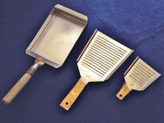 銅製玉子焼きと銅製おろし金
